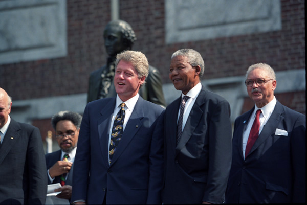 Photograph of President William J. Clinton with Nelson Mandela at the Philadelphia Freedom Festival , 07/04/1993 (National Archives Identifier 2569290)