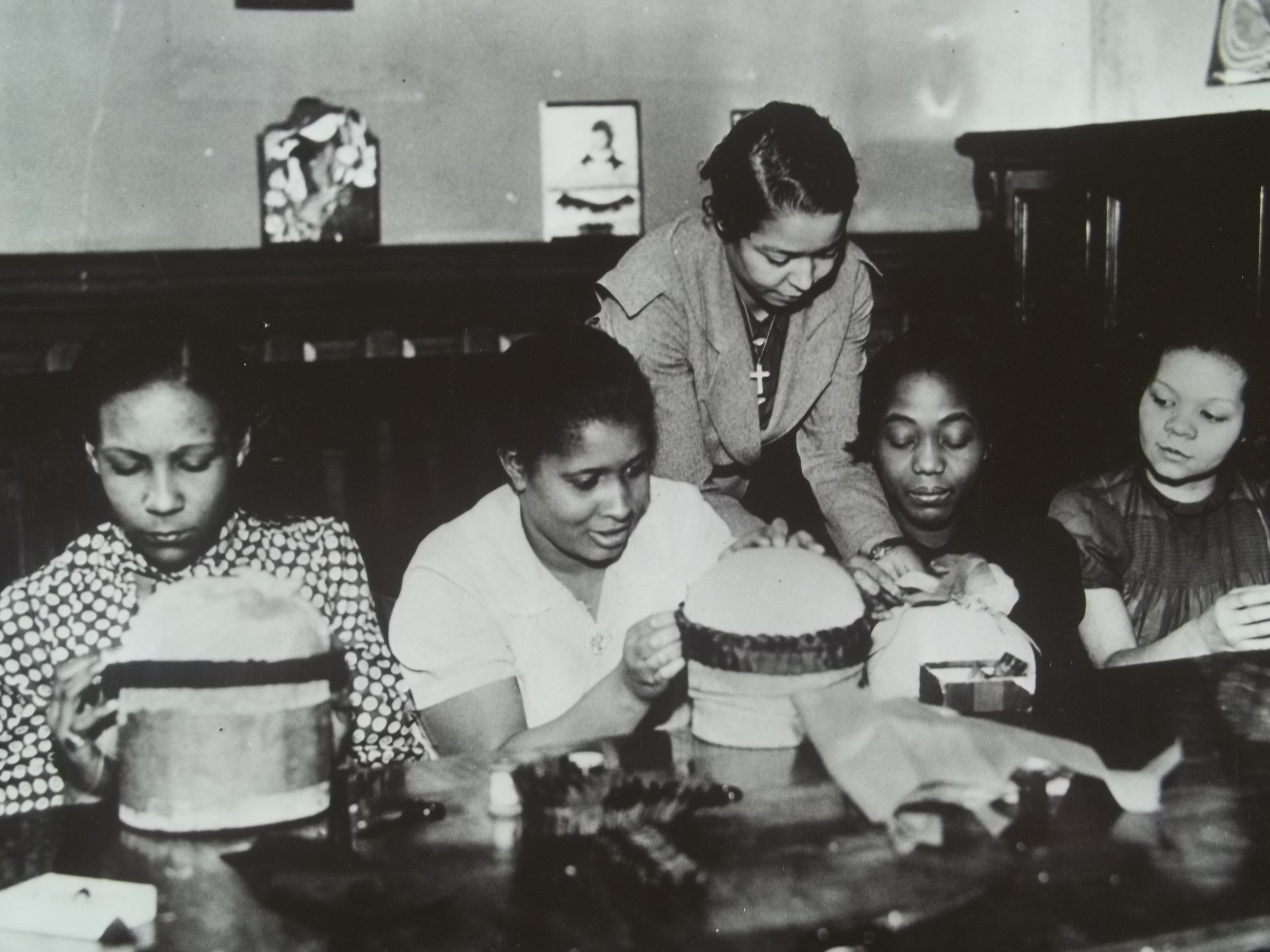 new deal black single women While there was still segregation in the united states during roosevelt's new deal programs, the program created 350,000 jobs for african-americans under the works progress administration program.