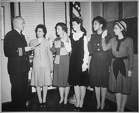 """""""Cmdr. Thomas A. Gaylord, USN (Ret'd), administers oath to five new Navy nurses commissioned in New York..."""" (NAID 520618)"""