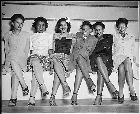 """Pin-up girls at NAS Seattle, Spring Formal Dance. Left to right: Jeanne McIver, Harriet Berry, Muriel Alberti, Nancy Grant, Maleina Bagley, and Matti Ethridge."" (NAID 520646)"