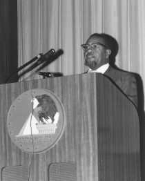 64-NA-5433+Robert+L.+Clarke+at+Afro-American+History+Conference,+June+1973.jpg